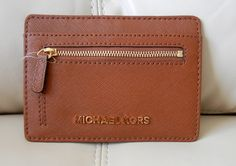 If you're planning on going out light and maintaining a high standard of style then you'll be wanting the finest card holder around.  Michael Kors provides you with something that redefines sleek and suave and keeps your organized.  The Jet Set Flat Card holder in Luggage is Perfect to place in y...