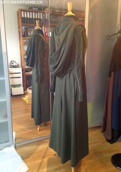 filmkostueme.ch: Tauriel traveling cloak is finished