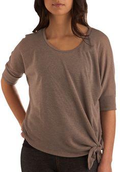 Wardrobe Refashion: XL T-shirt to Side Knot T-shirt Refashion