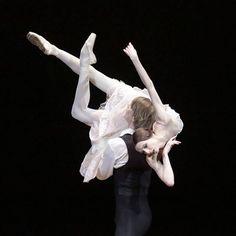 Svetlana Zakharova and Edvin Revazov will be dancing #theladyofthecamellias LIVE from @bolshoi_theatre in cinemas worldiwde on Dec 6! Svetlana Zakharova et Edvin Revazov danseront #ladameauxcamelias en DIRECT du #bolchoi au cinéma dimanche 6 décembre à 16h!