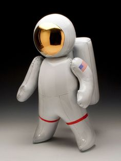 Ceramic Inflatable Astronaut — — One of the most amazing and original things I've ever seen. It's hard to believe that this inflatable looking astronaut is made out of clay. Jeff Koons, Contemporary Artwork, Contemporary Ceramics, Contemporary Artists, Ceramic Clay, Ceramic Pottery, Glazed Ceramic, Cerámica Ideas, Designer Toys