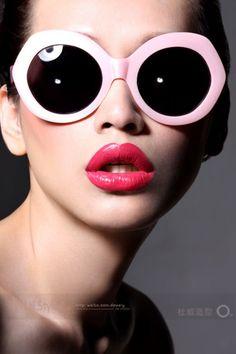 pink round glasses