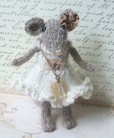 Knitted Mouse Pattern by ViolaSueKnits on Etsy