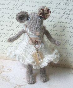 Knitted Mouse por ViolaSueKnits en Etsy