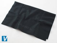 New Chanel sunglasses are accompanied by a dust cloth featuring the Chanel logo. Check the font, spacing and positioning of the logo carefully. Older cloths may differ in colour and style.