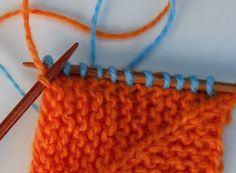 Søndagsskolen er åben for alle:) Pernille vil gerne lære at strikke domino, så her kommer DOMINO for begyndere. Når vi snakker om d...