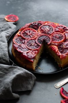 Blood Orange Upside Down Cake – Light and fluffy with a surprise crumb layer on the bottom, and a luscious layer of juicy blood oranges on top! Easy to make but it will completely wow anyone who lays eyes on it! Food Cakes, Cupcake Cakes, Cupcakes, Cake Recipes, Dessert Recipes, Dinner Recipes, Spring Desserts, Most Delicious Recipe, Healthy Recipes