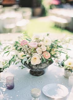 Fresh floral centerpiece: http://www.stylemepretty.com/little-black-book-blog/2016/04/18/family-florals-make-this-napa-valley-wedding-a-winner/ | Photography: Hannah Suh - http://www.hannahsuh.com/