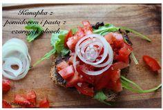 kanapka z pomidorem z pasta z oliwek