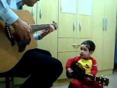 """Bebe interpreta """"Don't Let Me Down"""" - Beatles con su padre."""