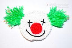 Mit dieser gratis Anleitung kannst du einen kleinen Clown häkeln. Der gehäkelte Clown eignet sich super als Aufnäher, Applikation, Flicken, Anhänger oder S