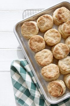 These delicious mile-high flaky biscuits are perfect for breakfast, lunch, or dinner. Father's Day Breakfast, Breakfast Bake, Breakfast Recipes, Breakfast Ideas, Breakfast Biscuits, Easy Brunch Recipes, Breakfast Muffins, Breakfast Dishes, Christmas Brunch
