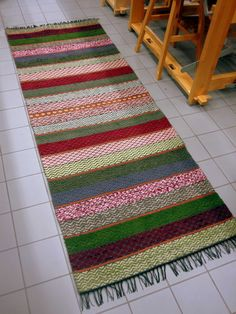 Maritan matot - Marita´s hand made carpets: Omat nimeni Weaving Designs, Weaving Patterns, Weaving Textiles, Tapestry Weaving, Homemade Rugs, Kilim Rugs, Rag Rugs, Recycled Fabric, Crochet Doilies