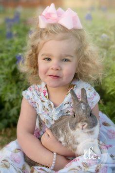 Babies, bunnies and bluebonnets! Cute Easter Pictures, Toddler Pictures, Holiday Pictures, Baby Pictures, Newborn Pictures, Baby Photos, Cute Kids, Cute Babies, Amor Animal