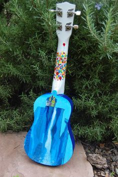 Hand painted Pixar UP ukulele by hardquirk on Etsy Ukulele Art, Cool Ukulele, Ukulele Songs, Ukulele Chords, Guitar Art, Ukelele Painted, Pintar Disney, Disney Ukulele, Ukulele Design