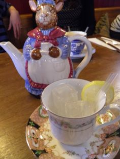 Kitsch teapot cocktails in Leith, Edinburgh