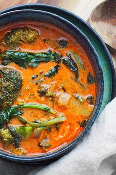 ketogene rode curry Karita Like - Patrycja Kooiker Veggie Recipes, Asian Recipes, Keto Recipes, Healthy Recipes, Ethnic Recipes, Food Porn, Curry, Food Crush, Eat Lunch