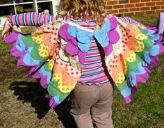Do you ever come across a project online that you just have to try? Right then? When I saw this tutorial at Prudent Baby for dress up wings (found thanks to the wonderful Artful Parent - you are al...