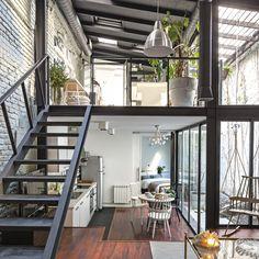 Un viejo taller convertido en una moderna vivienda.