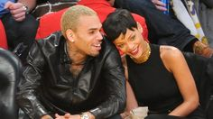 Finalmente! Rihanna confirma namoro com Chris Brown