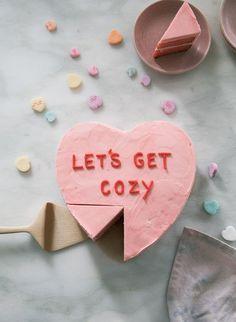 Strawberry Conversation Heart Cake // strawberry sheet cake with strawberry frosting Strawberry Sheet Cakes, Strawberry Frosting, Valentines Day Desserts, Be My Valentine, Valentine Cake, Pretty Cakes, Cute Cakes, E Claire, Cozy Meals