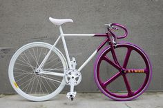 fixadas.wordpress.com Fixed Gear Bikes, Fixed Bike, Velo Vintage, Vintage Bikes, Bike Speed, Bici Fixed, Velo Design, Paint Bike, Retro Bike