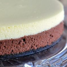 This black and white cheesecake is inspired by the famous cookie and I think it looks so much more elegant than marbling the chocolate and vanilla together.