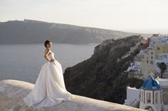 Wedding photography in Santorini island, Greece. This photo is captured in Oia, Santorini. Wedding photography by www.elenidona.com