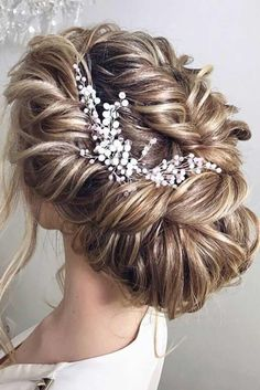 Wedding Hair Accessories to Look Fabulous ★ See more: http://lovehairstyles.com/wedding-hair-accessories/