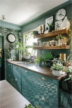 3-reasons-to-love-filtered-tap-water-water2buy Diy Projects On A Budget, Easy Diy Projects, Design Projects, Design Ideas, Dark Green Kitchen, Interior Styling, Interior Design, Dining Room, Paint