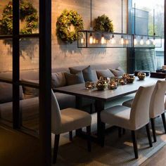 Get inspired by these dining room decor ideas! From dining room furniture ideas, dining room lighting inspirations and the best dining room decor inspirations, you'll find everything here! Dining Room Design, Dining Room Furniture, Furniture Ideas, Farmhouse Furniture, Dining Room Banquette, Dining Room Bench Seating, Dining Chairs, Dining Table With Bench, Banquette Seating