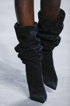 See the complete Saint Laurent Spring 2018 Ready-to-Wear collection. Suede Booties, Bootie Boots, Shoe Boots, Mode Shoes, Botas Sexy, All About Shoes, Winter Shoes, Shoe Closet, Beautiful Shoes
