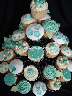 This turquoise wedding cupcakes are soo cute! Turquoise Cupcakes, Table Turquoise, Turquoise Coral Weddings, Teal Cupcakes, Wedding Cakes With Cupcakes, Cupcake Tree, Cupcake Cakes, Tiffany Blue, Blue Wedding