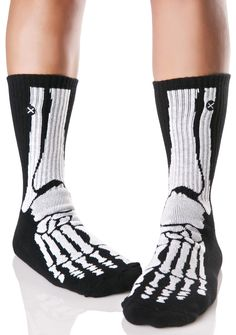 Odd Sox Skeleton Socks yer creepin' me out, bb!! These dope 'N super spooky socks feature a stretchy and comfy black 'N white ribbed construction with anatomical skeletal foot graphics across the front.