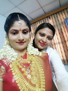 """Bridal selfie"" ‪#‎flatpebble‬ makeup artist Swathi, with our happy customer Sandhya..All set for her D-day. Gorgeous you.:)"