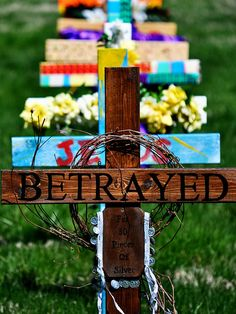 displayed on church lawn during lent, family faith formation March? Easter 2015, Easter Art, Group Art Projects, Prayer Stations, Church Stage Design, Church Decorations, Church Banners, Easter Cross, Palm Sunday