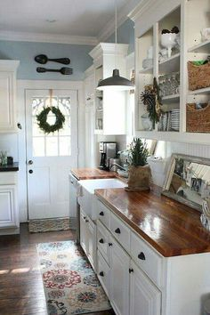 Cool 60 Gorgeous Farmhouse Kitchen Inspiration https://homeastern.com/2017/10/10/60-gorgeous-farmhouse-kitchen-inspiration/