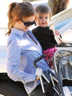 #IslaFisher and daughter Olive love #Sophielagirafe too!