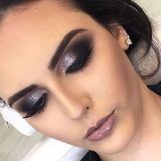 46 Stunning Makeup Ideas For Daily You Can Try 46 Stunning Makeup Ideas For Daily You Can TryBeing addicted to makeup isn't necessarily a terrible thing, provided that the addiction doesn Glam Makeup, Love Makeup, Makeup Inspo, Eyeshadow Makeup, Bridal Makeup, Makeup Art, Wedding Makeup, Makeup Inspiration, Eyeliner