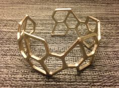 Pentagonal Hexacontahedron Bracelet by mathgrrl - Thingiverse 3d Printing Business, 3d Printing Diy, 3d Printing Service, Impression 3d, Jewelry For Her, Jewelry Making, Boho Jewelry, Jewelery, Machine 3d