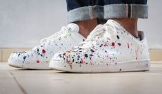7 Ultra-Gun Ways to Customize Your Sneakers - The Girl Scouts - Shoes 01 Custom Sneakers, Leather Sneakers, Shoes Sneakers, Custom Painted Shoes, Custom Shoes, Custom Clothing, Pretty Shoes, Beautiful Shoes, Adidas Stan Smith