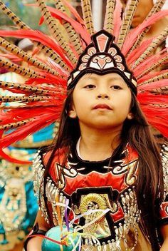 Mexican Child dressed in Ancient Mexico traditional costume Kids Around The World, We Are The World, People Around The World, Precious Children, Beautiful Children, Beautiful World, Beautiful People, Kind Photo, Mexican Art