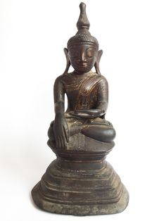 512.4 (BA) A Large Bronze Seated Buddha with an inscription on the reverse Burma, Ava period 17th century H. 32 cms, 12 ½ ins