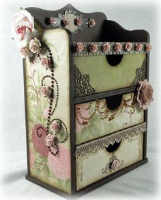 Great Inspiration for DIY - repurposed box with scrapbook paper plus! Craft Storage, Storage Boxes, Storage Chest, Storage Ideas, Altered Boxes, Diy Projects To Try, Craft Projects, Tube Carton, Bricolage Facile