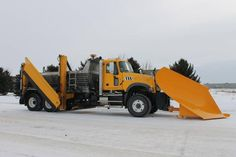 Awesome Mack Granite Plow Truck V plow or standard plow. Mack Trucks, Dump Trucks, Cool Trucks, Pickup Trucks, Hard Water Remover, Snow Removal Equipment, Snow Fun, Snow Plow, Heavy Equipment