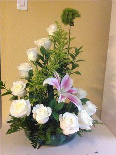 Valentine Flower Arrangements, Large Flower Arrangements, Flower Centerpieces, Flower Decorations, Church Flowers, Funeral Flowers, Deco Floral, Arte Floral, Flower Shop Decor