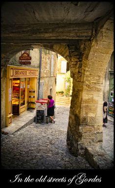 Gordes, France   Provence_ Gordes