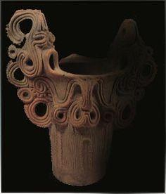 煙渦巻文深鉢         考古館蔵