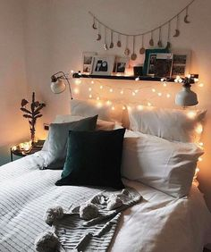 modern bed room decor ideas on a budget; bed room decor ideas rustic Bedroom Decor cozy 75 Romantic Bedroom Decor Ideas With Plant Theme Warm White Fairy Lights, Romantic Bedroom Decor, Room Ideas Bedroom, Bed Room, Bedroom Designs, Dorm Room, Budget Bedroom, Ikea Bedroom, Bedroom Inspo