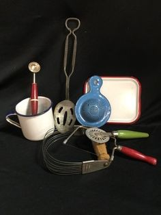 COLLECTORS LOT OF VINTAGE AND ANTIQUE KITCHEN TOOLS, INCLUDING AN ENAMELWARE COFFEE MUG, MINIATURE TRAY AND TEA STRAINER. LOT ALSO INCLUDES WOOD HANDLED UTENSILS SUCH AS A CHEESE CUTTER, ANDROCK DOUGH BLENDER, VAUGHANS PIE TRIMMER/SEALER, AN ECKO DOUBLE SIDED FRUIT SCOOP AND LASTLY, A 1914 BAILEY-COAL SLOTTED SPOON.